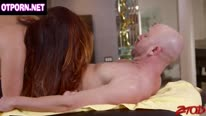 Грудастая Alison Тайлер трахается с лысым красавчиком